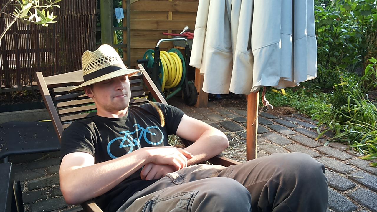 Lennart beim Päuschen im Garten